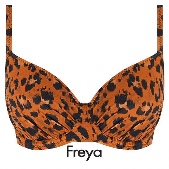 De voorgevormde Freya swim Idol bikini top Roar Instinct met beugel heeft speelse plooitjes over de cups, een kliksluiting op de rug en verstelbare bandjes voor de ideale pasvorm.