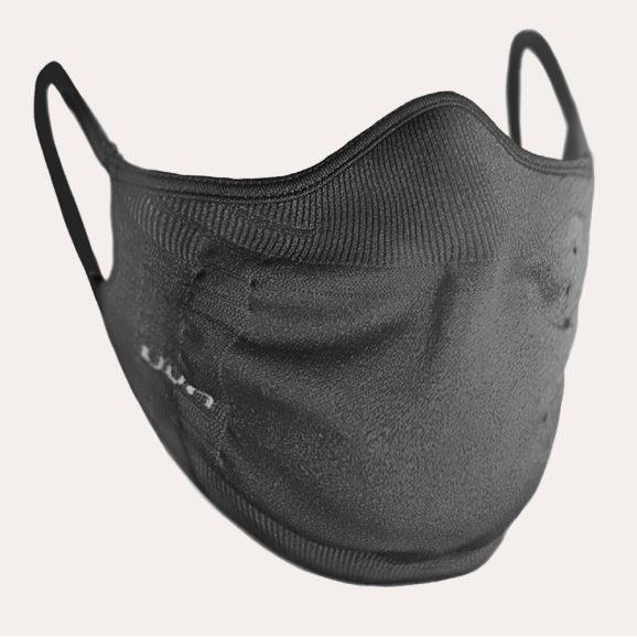 Het zwarte UYN heren mondkapje is opgebouwd uit Texlyte Nano, een high-tech vezel.