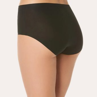 Chantelle softstretch hoge tailleslip in de kleur zwart.