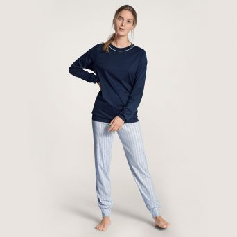 Calida sweet dreams lange pyjama in de kleur peacoat blue.